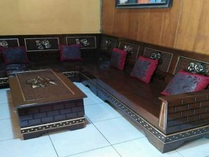 Kursi Sudut Ruang Tamu Kayu Jati Elegan dan Mewah (jeparastore.com)